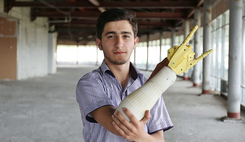Martun Poghosyan, The Rock-Paper-Scissors Robot and The Idea of Freedom