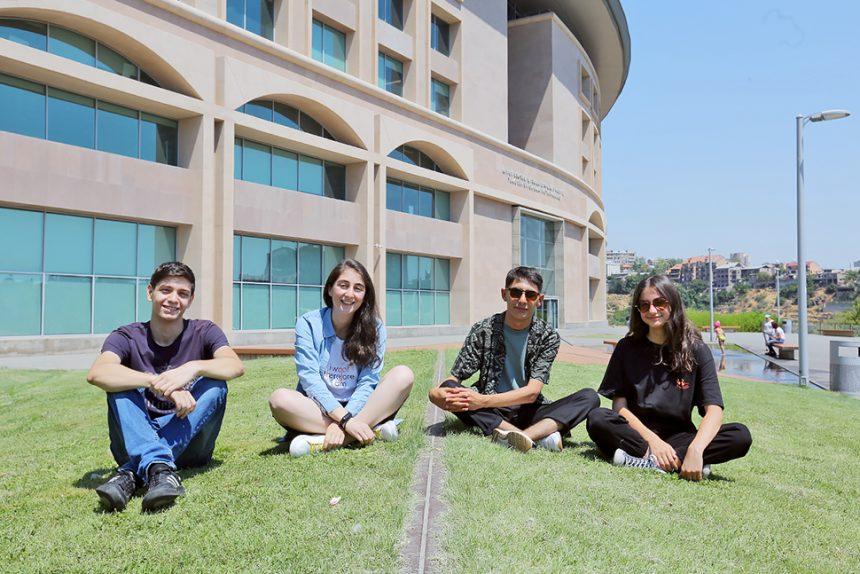 Չորս ուսանող, տասնյակ  աշխատարան Թումո Երևանում