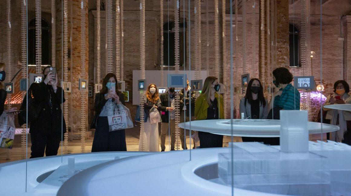 0226fef4 833c dad9 7ea2 d91940811389 1160x650 - TUMO's Installation Presented at the Biennale Architettura 2021